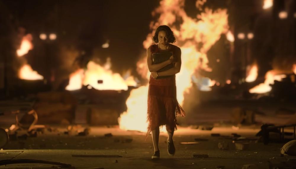 Leti caminando fuego